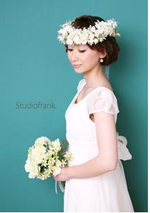 白の花冠が清楚な雰囲気に