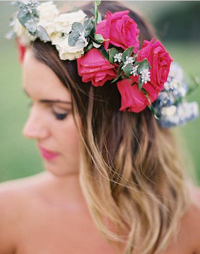 白×ビビットピンク配色のバラ花冠
