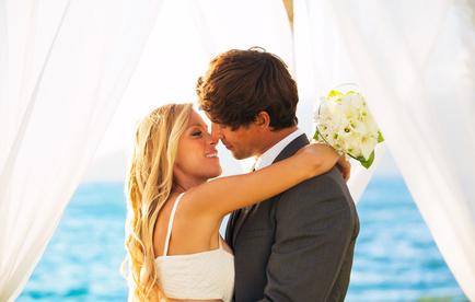 結婚式で盛り上がるのが、誓いのキス。誓いのキスは「誓いの言葉を封じ込み、永遠のものとする」という意味が込められているそうです。