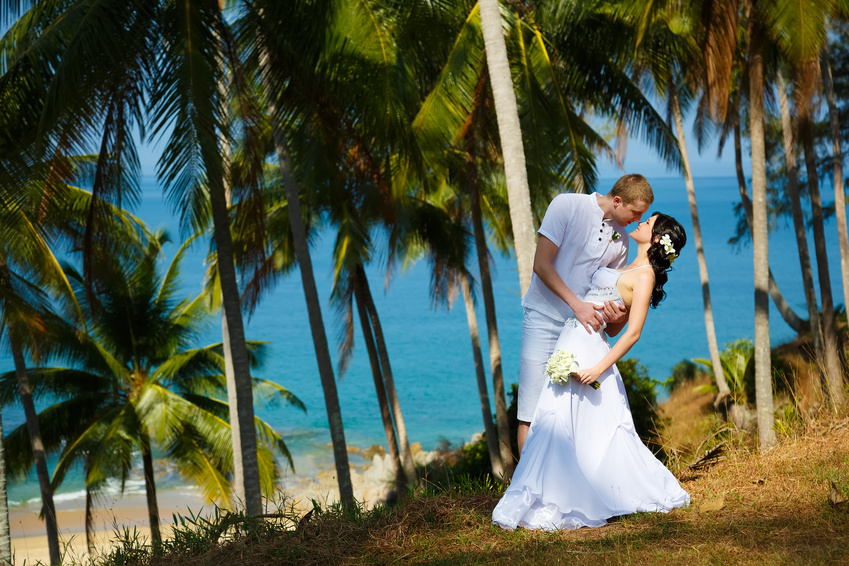 Wedding bride groom sea palm tree tropics