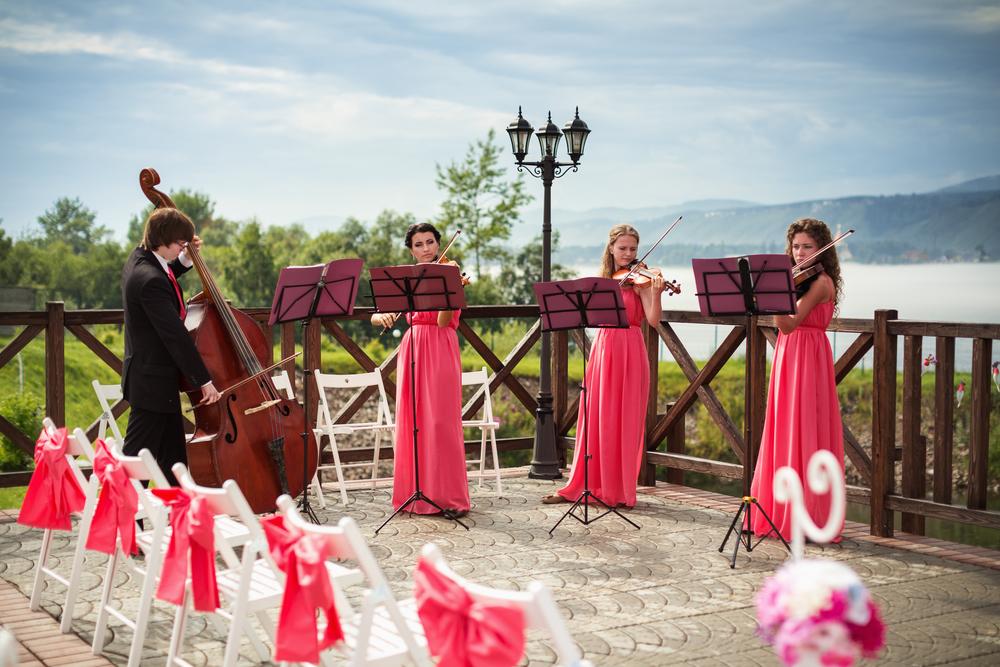 結婚式の入場のタイミングで流す曲の選び方
