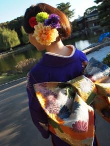 帯の色に髪飾りを合わせて華やかな印象に