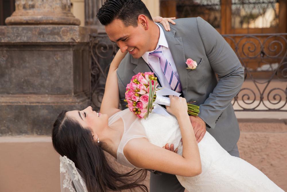 結婚式での新郎の衣装にスーツはあり?タキシードじゃなきゃダメ?