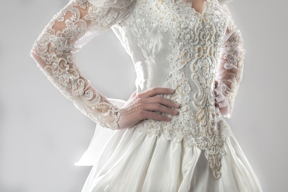 ②長袖ドレスとショート丈グローブ