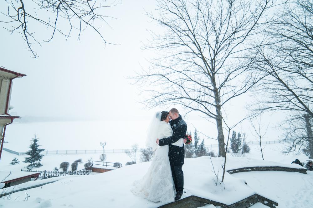 雪の中で熱いキス