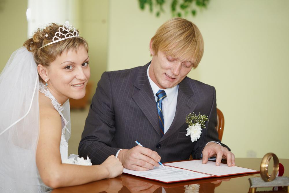 婚姻届を提出する前に!注意しておくべきこととは?