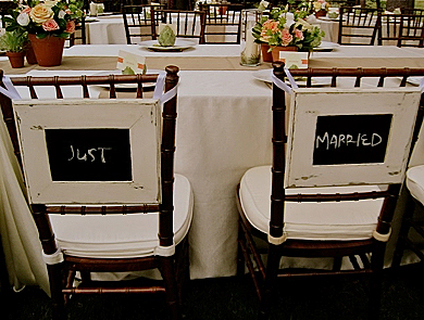 bride-and-groom-chalkboard-sign