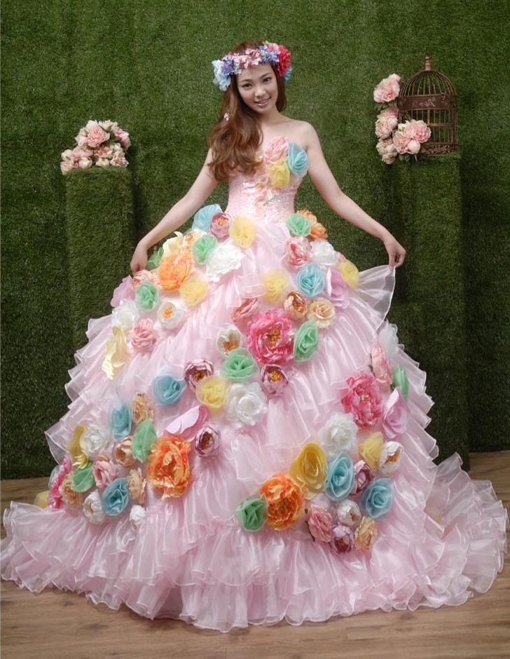 ポップでキュートなお花たっぷりドレス