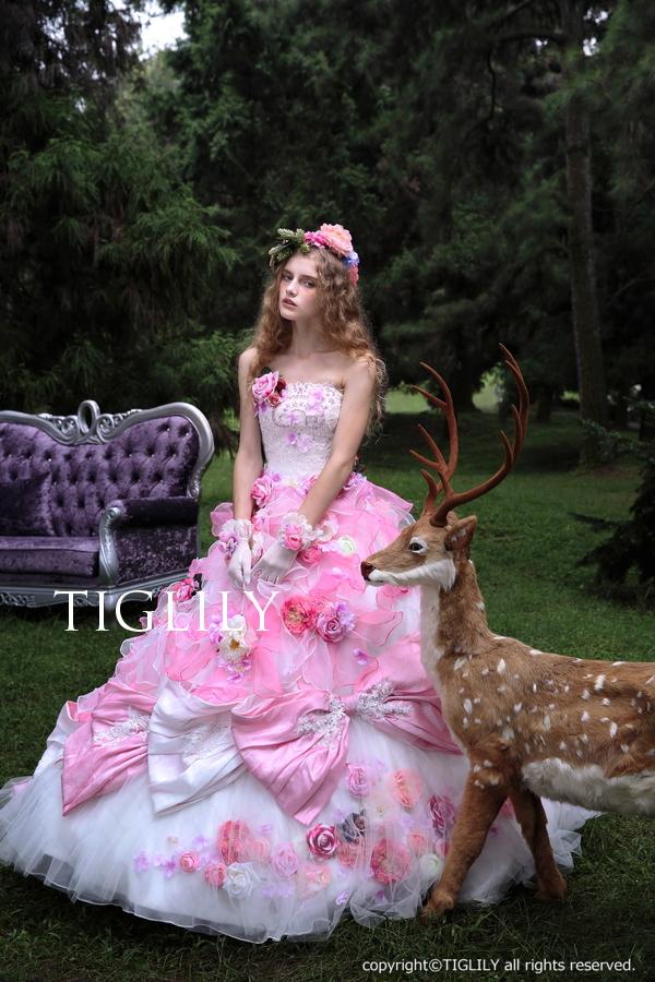 バックスタイルもお花たっぷりのオーガンジードレス