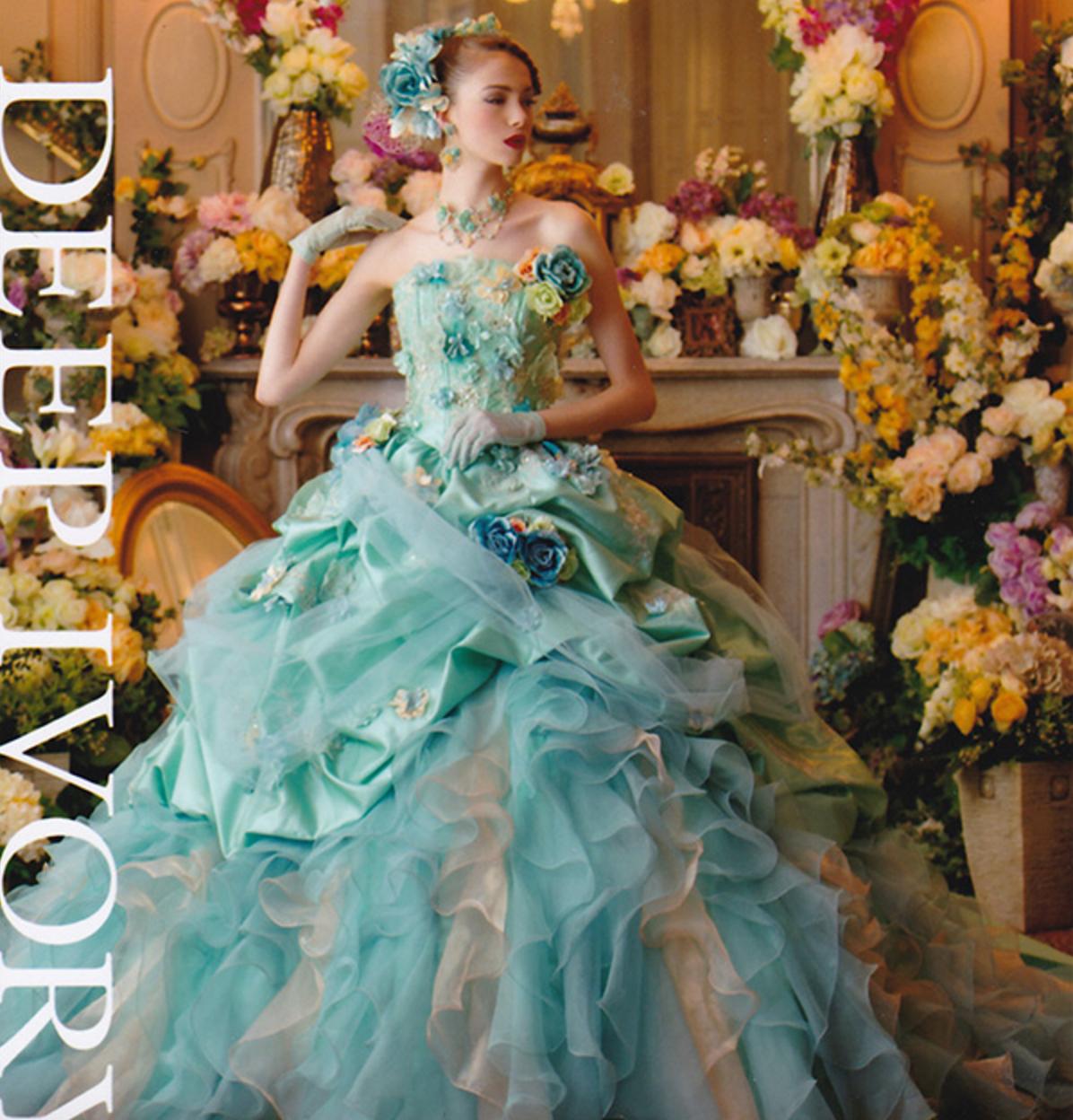 たっぷりドレープとお花のコラボが繊細なドレス