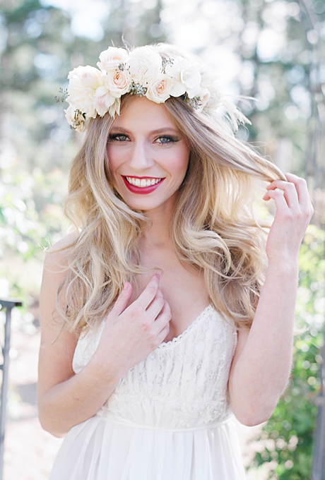 flower-crowns-floral-crowns-wedding-hairstyle-ideas-romantic-white-and-blush-flower-crown