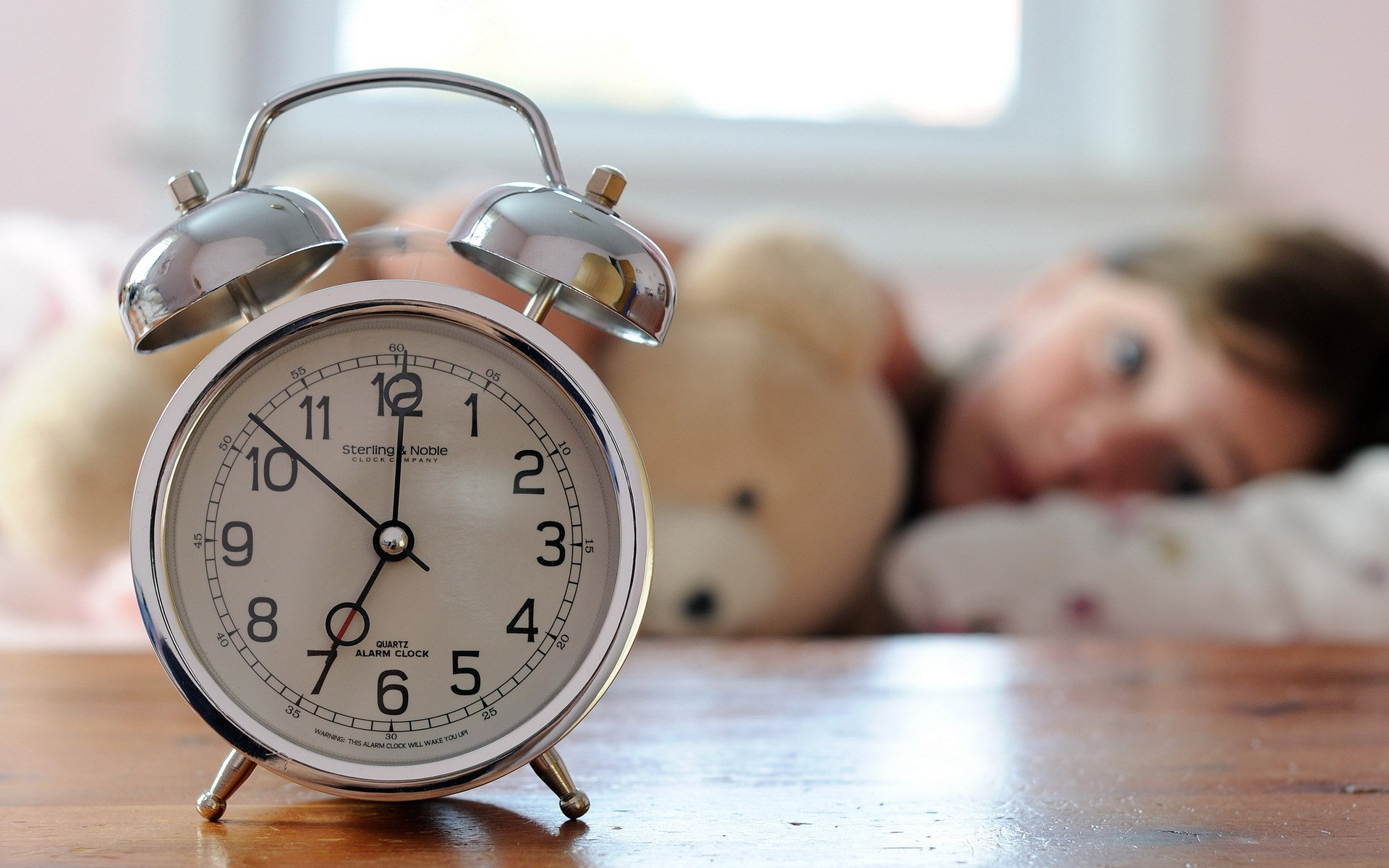 clock-kid-sleeping-morning-1920x1200