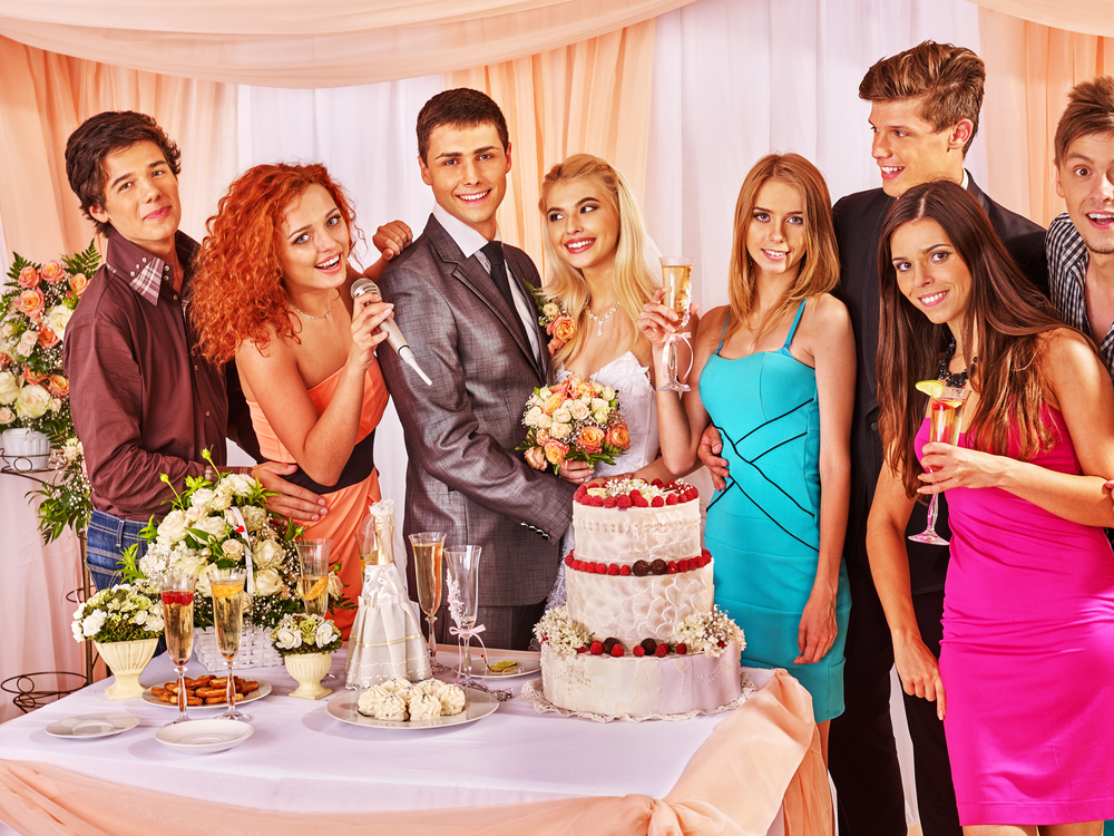 結婚式二次会での女性の服装のマナーとは?