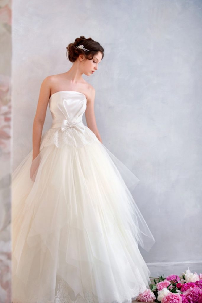 a-line-strapless-floor-length-ivory-organza-wedding-dress-b14p2a036-a