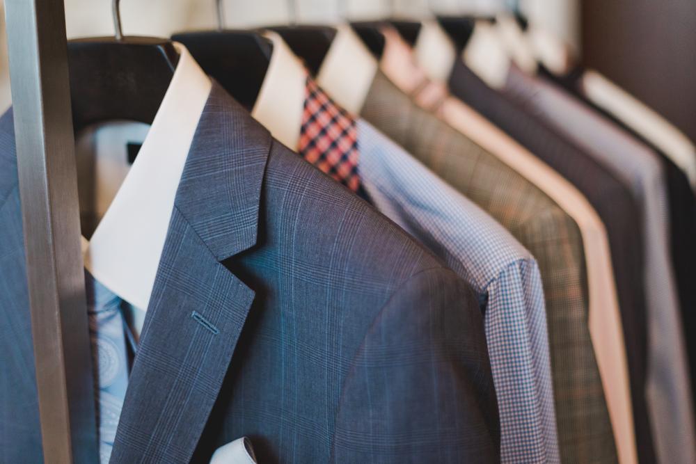 結婚式の二次会での男性の服装を選び方は?