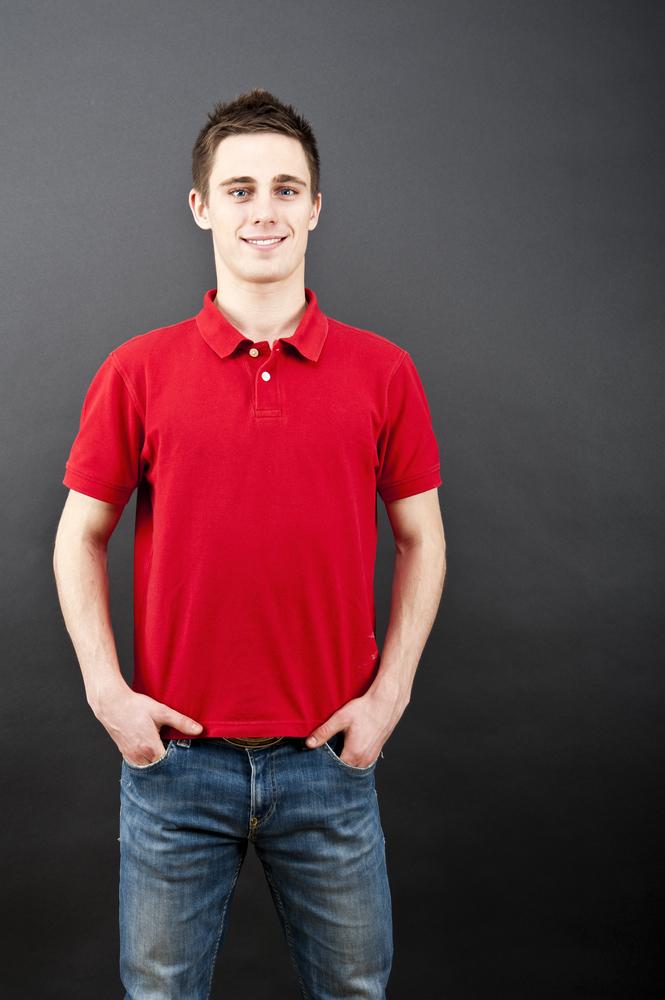 シンプルなポロシャツスタイル
