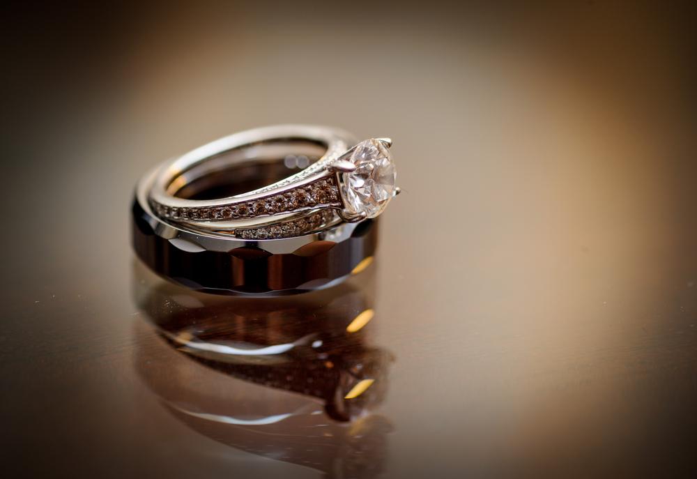 結婚指輪と婚約指輪の違いは?