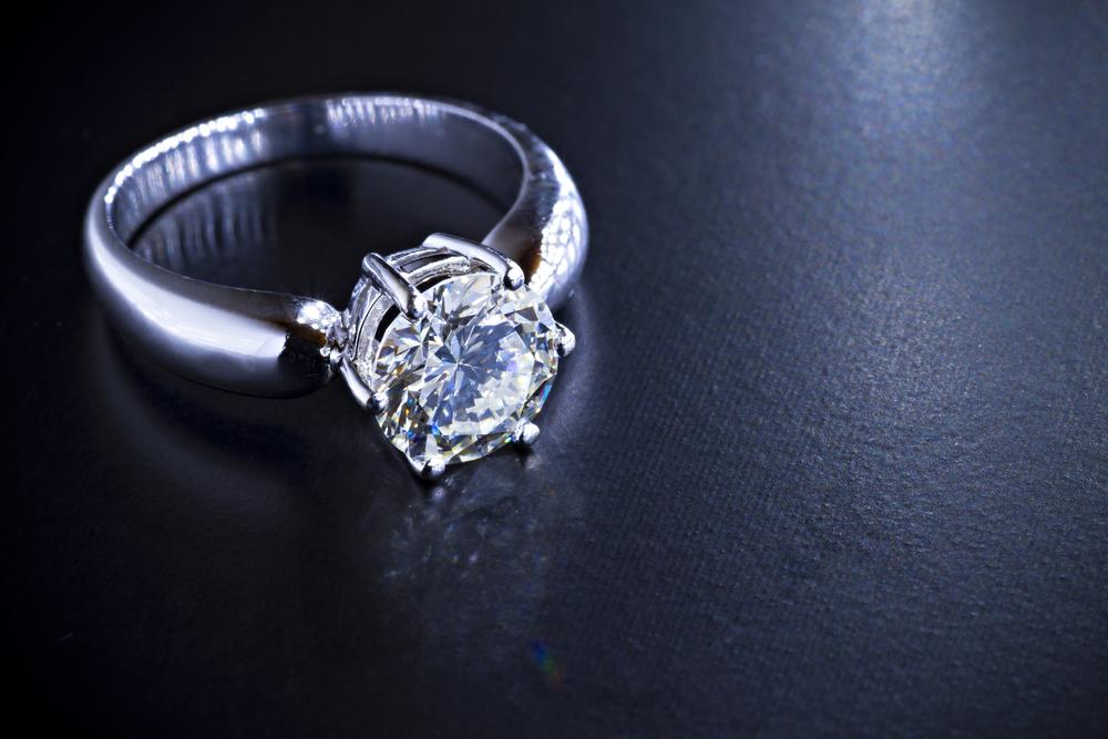 婚約指輪の宝石の材質にはどのようなものがある?