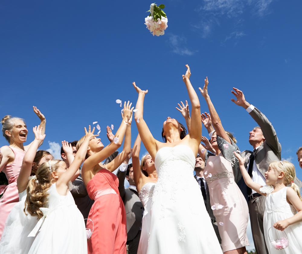 結婚式のワンピースドレス選びの選びのポイントは?