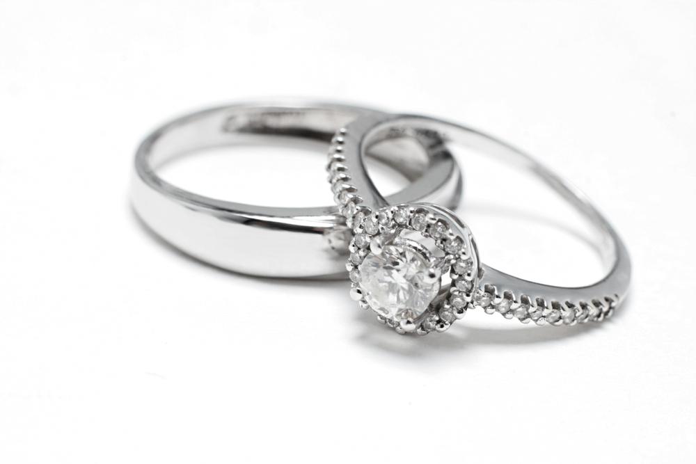 結婚後も婚約指輪はつける?