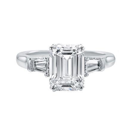 Classic Winston™, Emerald-Cut Diamond Engagement Ring(エメラルドカット・クラシック・リング)