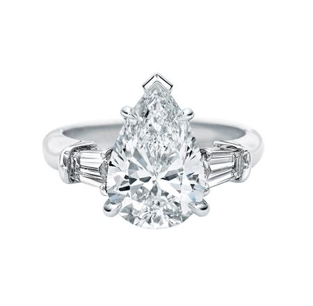 Classic Winston™, Pear-Shaped Engagement Ring (ペアシェイプ・クラシック・リング)