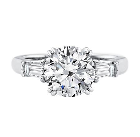 Classic Winston™, Round Brilliant Diamond Engagement Ring (ラウンド・クラシック・リング)