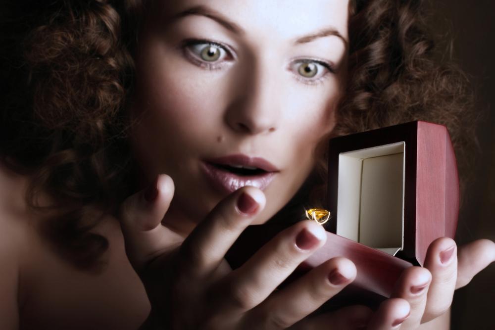 婚約指輪とは?