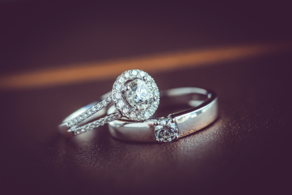婚約指輪のデザインの種類は?