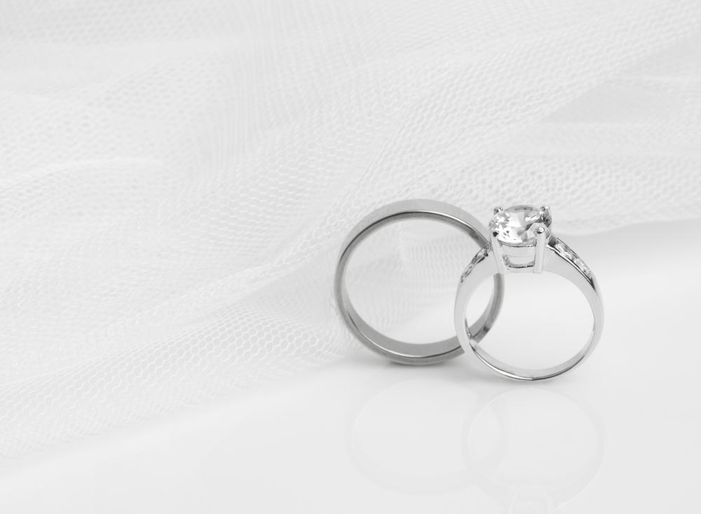 婚約指輪と結婚指輪の違いは?