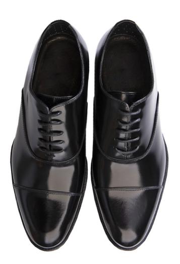 普段使用している通勤靴を履いていくことのないように気を付けましょう。
