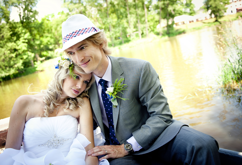 メインはタキシードだけどスーツも着たい!結婚式で新郎がスーツを着るタイミングとは?
