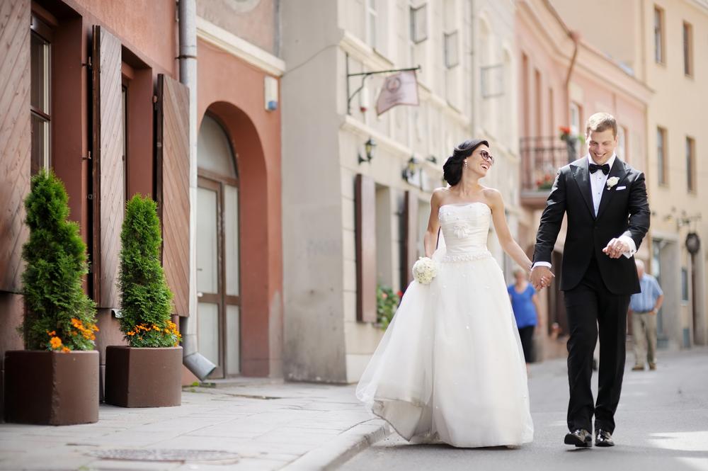 24d68e7a547c6 花嫁「も」必見!結婚式での新郎のタキシードを選ぶ際に知っておきたい6 ...