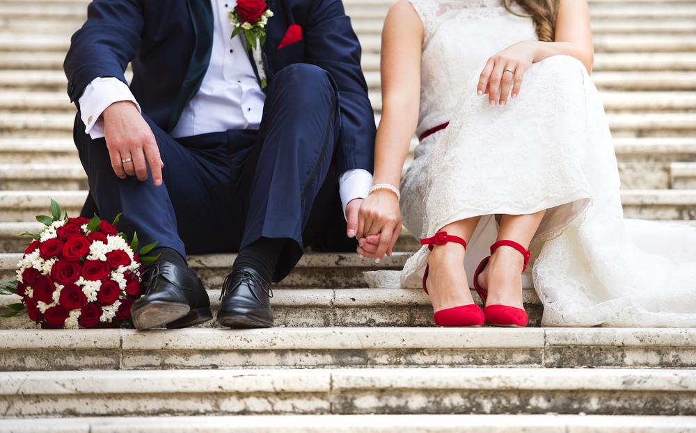 結婚式にむけて衣裳を用意する手段とは?