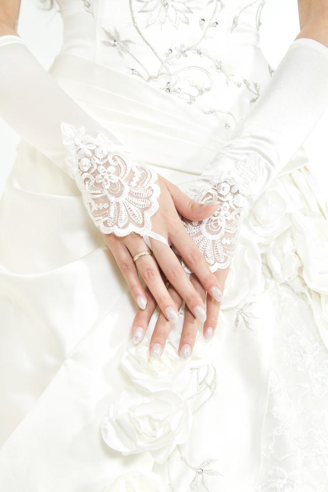 結婚式でグローブを着用する意味とは?