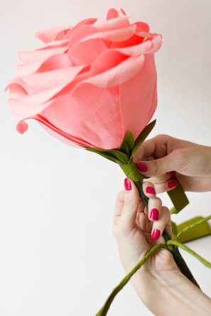 DIY-Crepe-Paper-Roses28-297x445