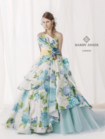 王道の水色を華やかな印象にしたいなら!水色×花柄のドレス