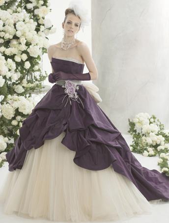 甘辛ミックスにしたいならムーディな紫色のドレス