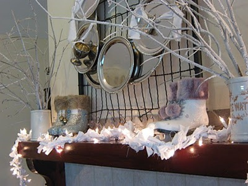 cozy-winter-mantle-decor-ideas-32