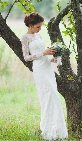 清楚で可憐に!ロングスリーブが美しいウェディングドレス