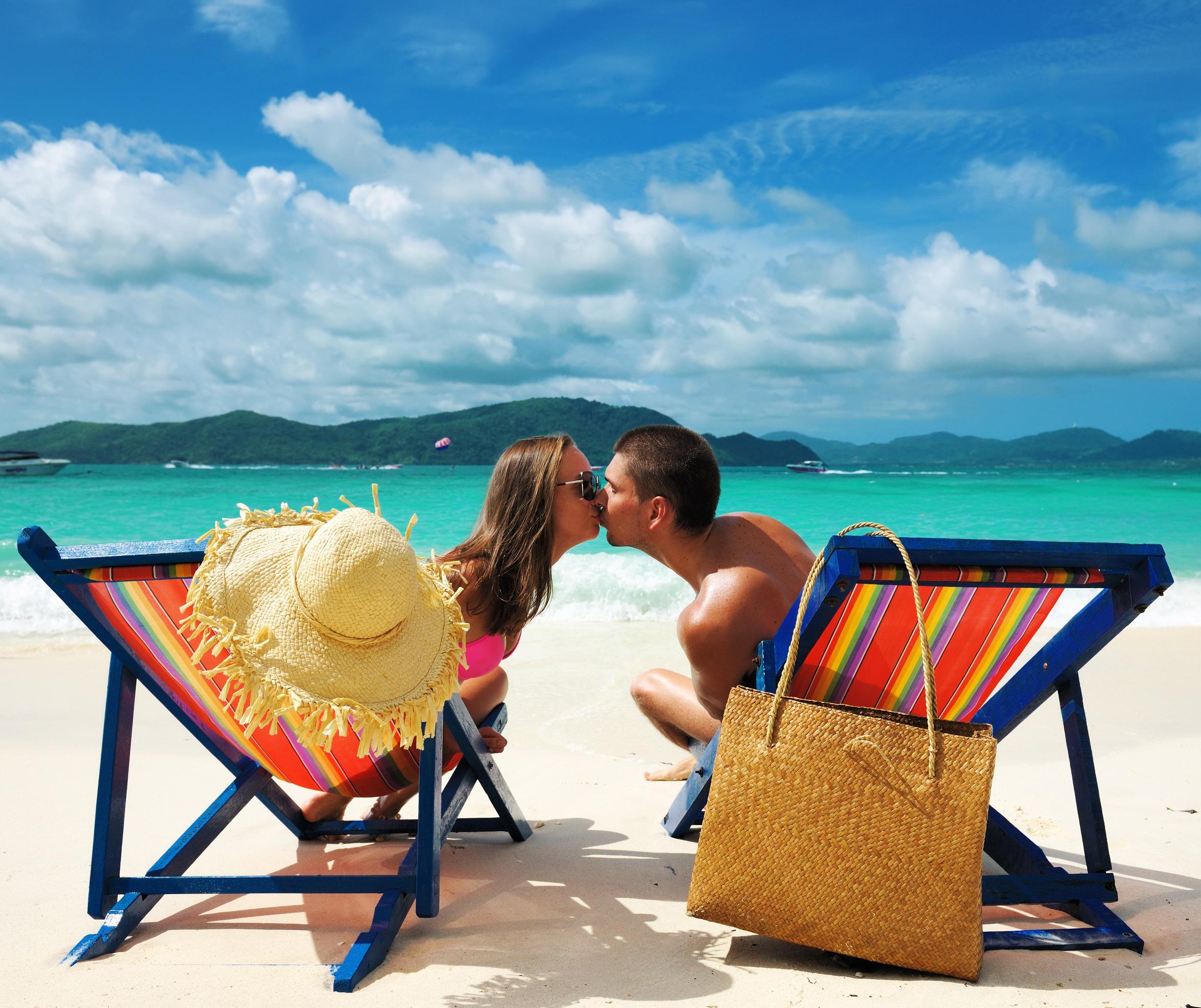 Honeymoon-Registry-Beach-Kiss-Honeymoon-Pixie