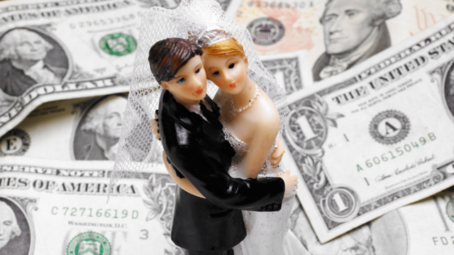 gty_wedding_money_ll_130530_wmain