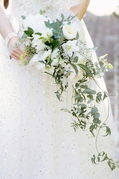southern-wedding-vine-bouquet