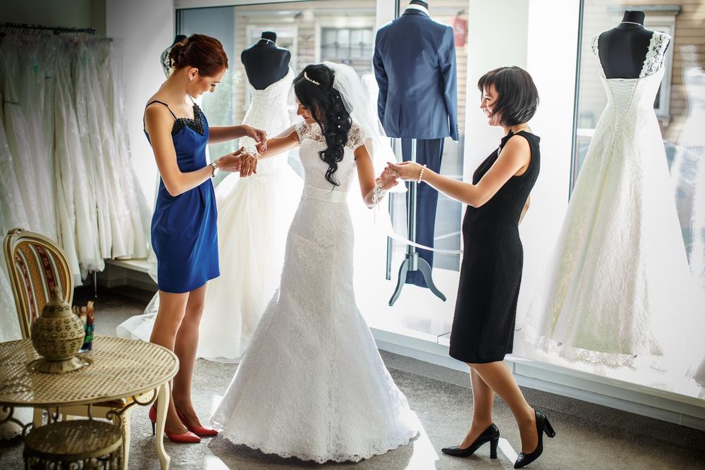 ドレスレンタルショップでドレスを契約