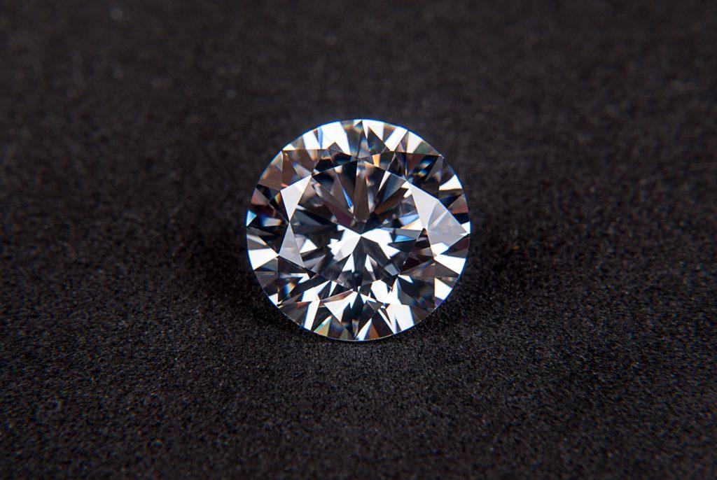 結婚指輪はダイヤ入りにするべき?