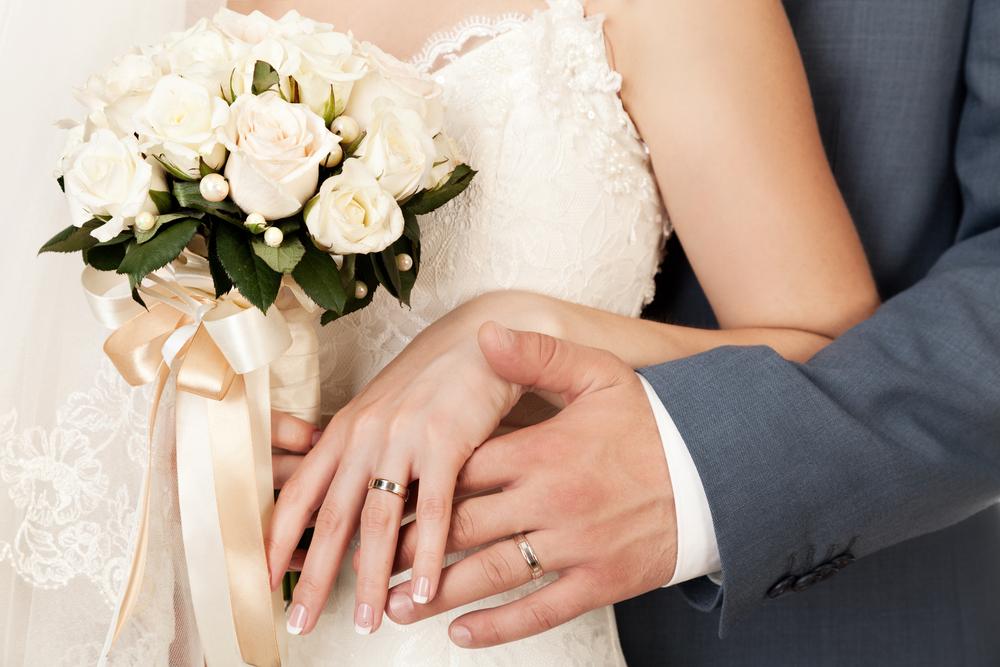 67d685cf41208 今さら聞けない!婚約指輪と結婚指輪の違いについて全解説!