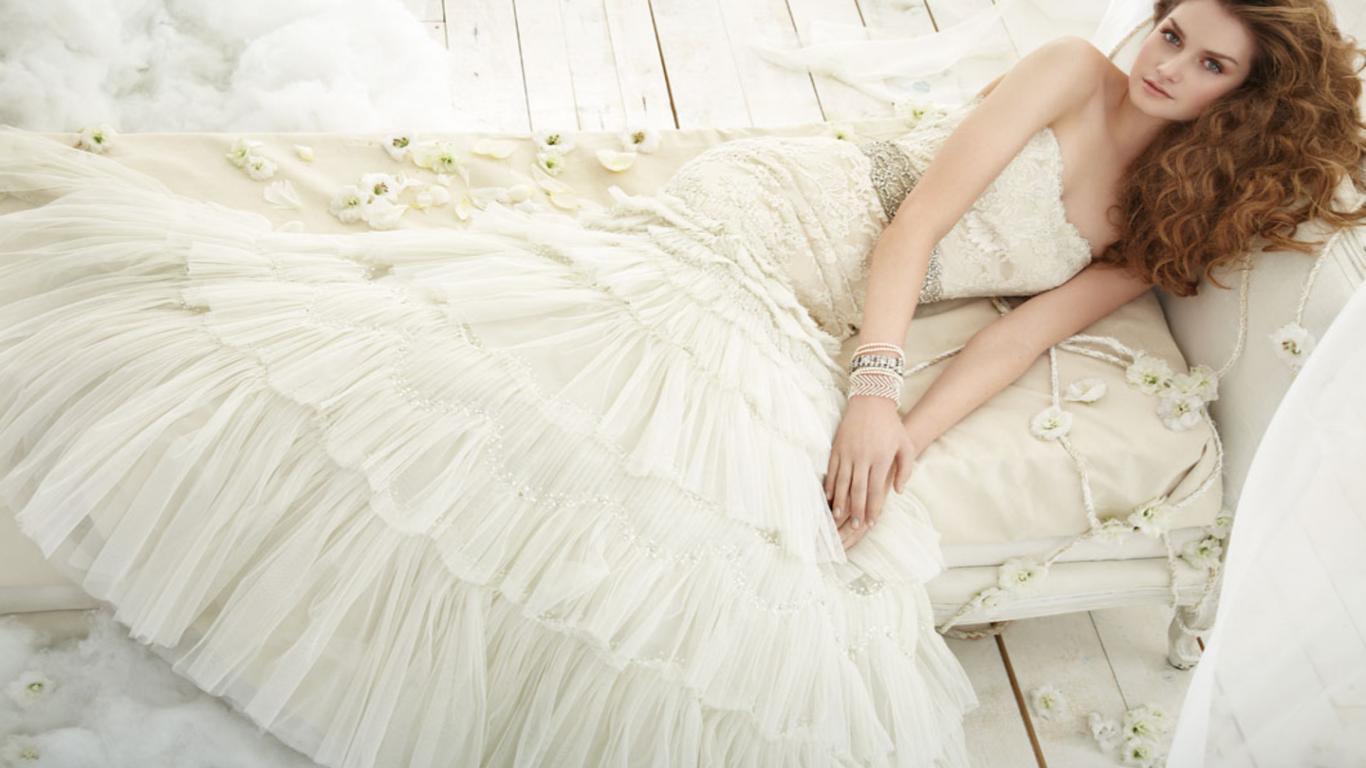 エレガントなデザイン ドレープウェディングドレス15選