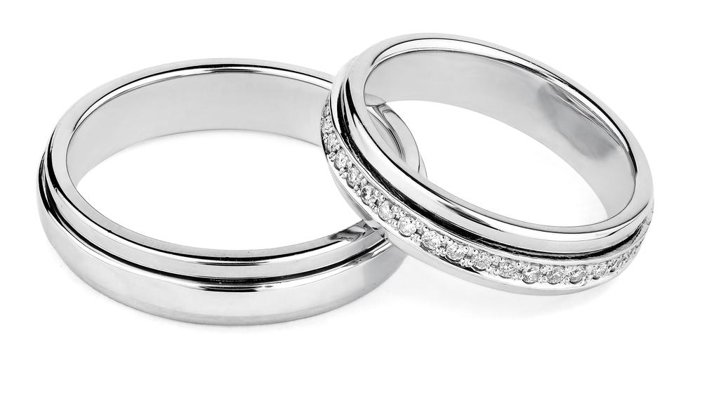 安い結婚指輪を選ぶには、婚約指輪と結婚指輪のセットリングを選んでみよう