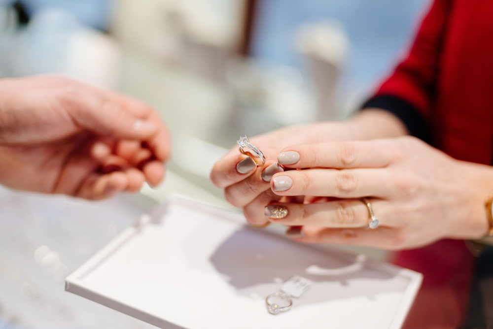 結婚 指輪 いつ 買う