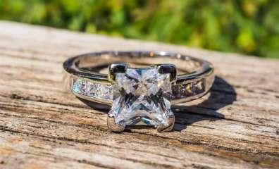 婚約指輪 スクエアカット